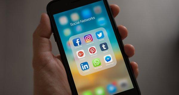 ¿La democracia de Google, Facebook y YouTube?